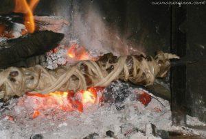 Sa trottobia: rimettere lo spiedo accanto al fuoco