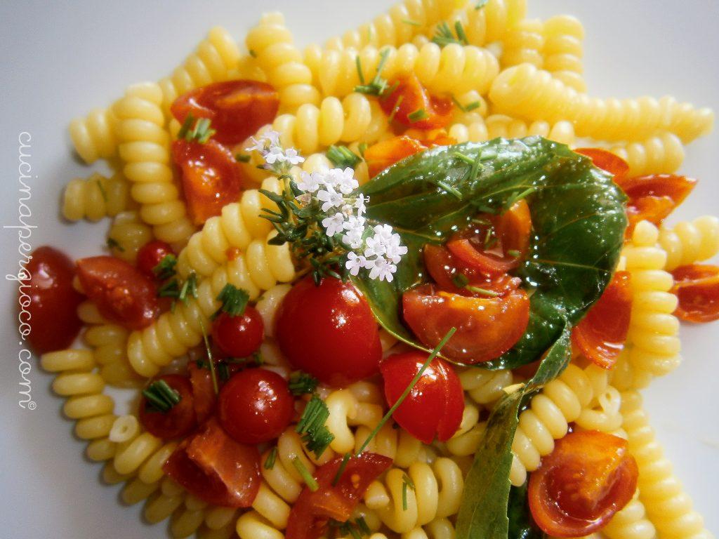 Piatti estivi: Pasta fresca con pomodorini, basilico, timo e aglio rosso di Nubia