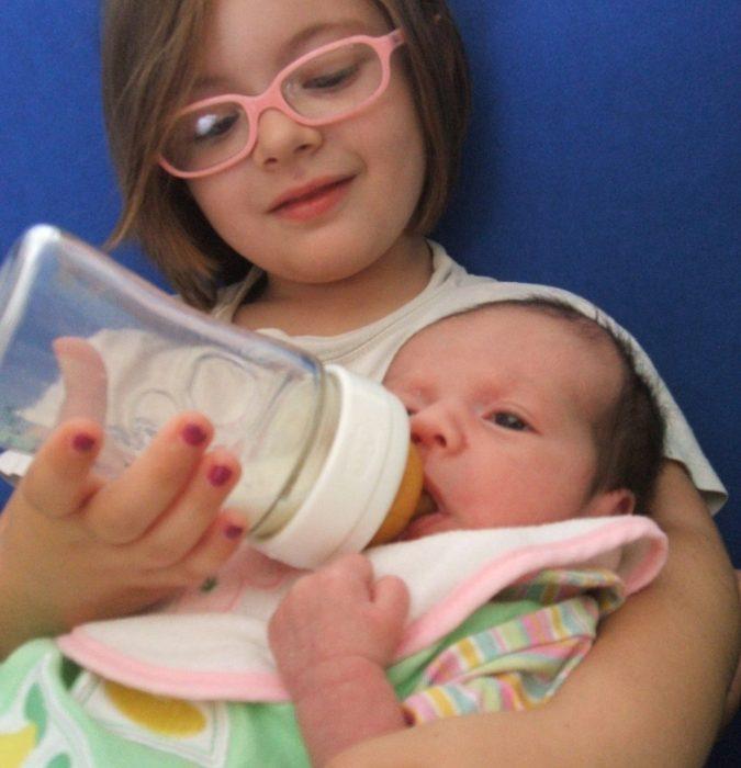 Del latte Materno e del latte artificiale, di allattamento e luoghi comuni.