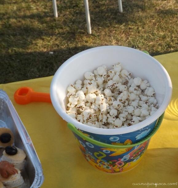 Festa a tema mare: secchiello e paletta per i popconr