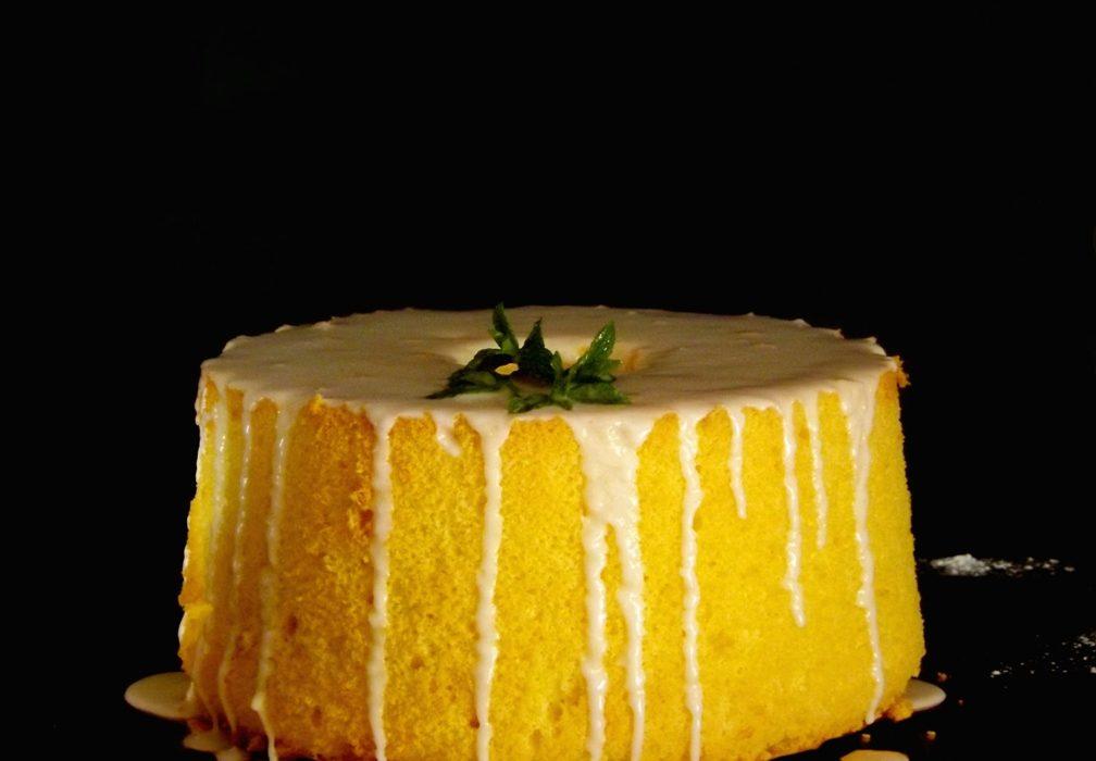 Fluffosa al limone con glassa al limoneFluffosa al limone con glassa al limone