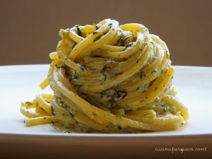 Spaghetti con agretti e mozzarella