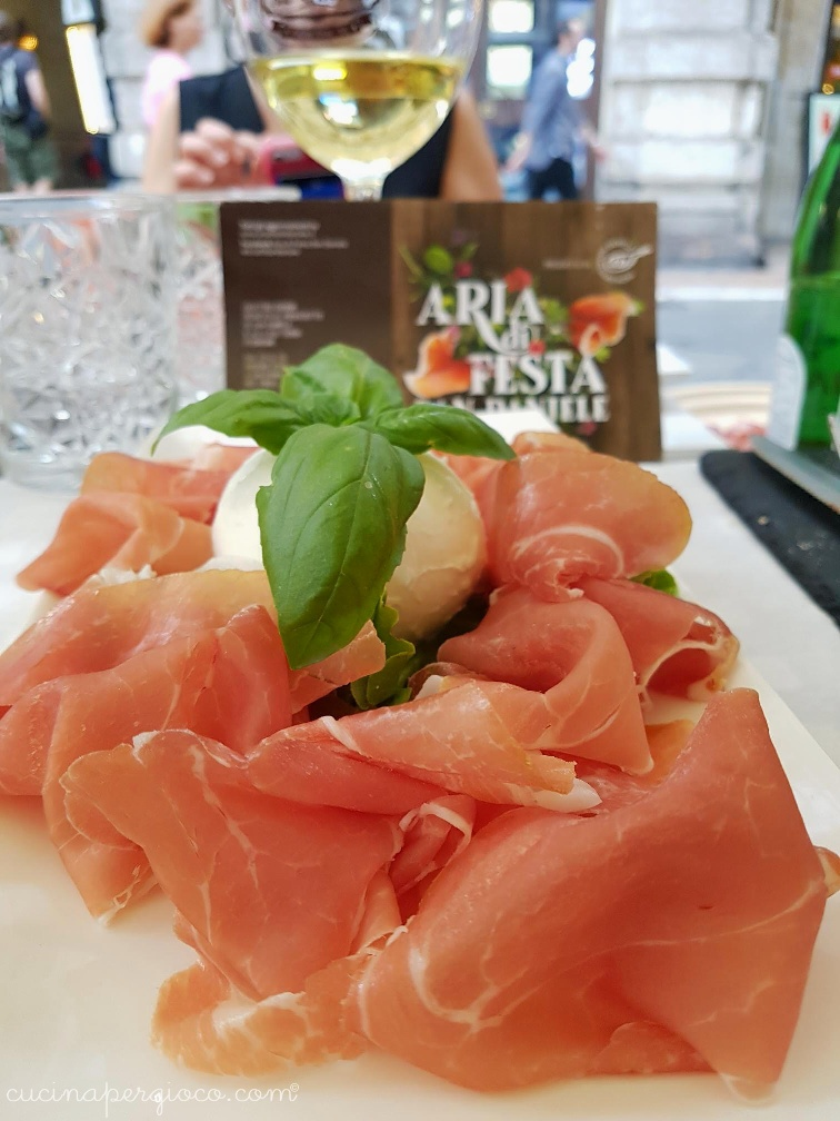 Aria di San Daniele a Verona: Prosciutto crudo di San Daniele e mozzarella di Buffala