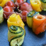 Piatti estivi: spiedini di verdura e formaggi