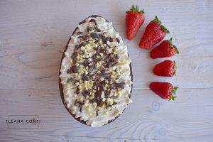 Uovo di Pasqua ripieno e decorato con Camy Cream, gocce e riccioli di cioccolato (9)